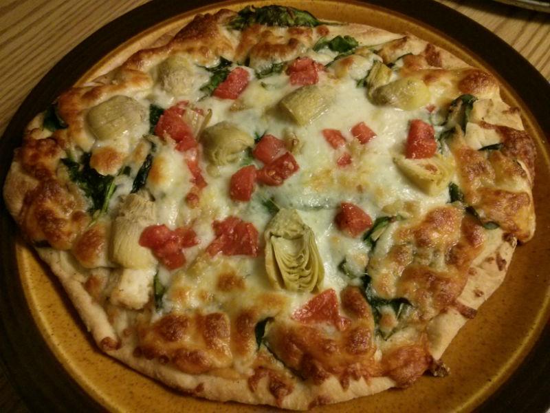 Pollo e Formaggio (Chicken Spinach Tomato Artichoke and Cheese Pizza)