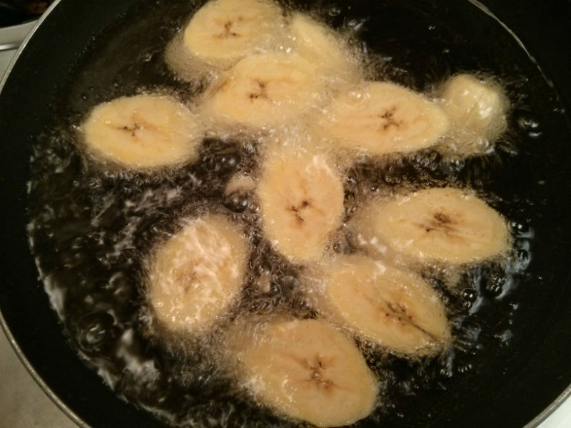 Platanos frying in oil